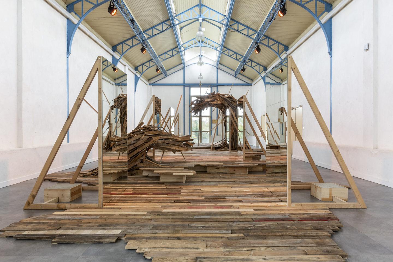 """Frac des Pays de la Loire exposition """"Le sol qui se soumet au vent, prospère"""" Jezy Knez 2020"""