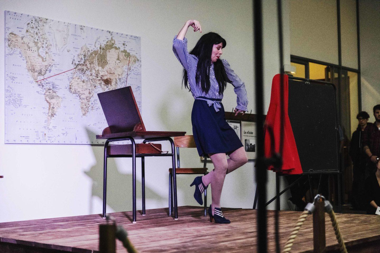 Performance de Andrea Chirinos dans le cadre des XXVIIIe Ateliers Internationaux du Frac des Pays de la Loire