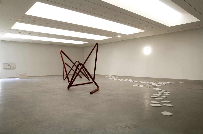 Vue de l'exposition Mathieu Mercier, Frac des Pays de la Loire, 2006